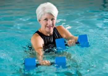 Lady lifting water weights in the aquatic center